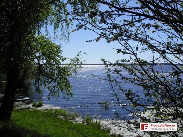 Продажа участка со зданием под организацию базы отдыха, пансионата, яхт клуба на берегу водохранилища.